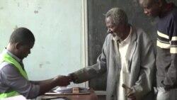 Eleições no Quénia – eleitores começaram a alinhar-se de madrugada para escolher entre Kenyatta e Odinga
