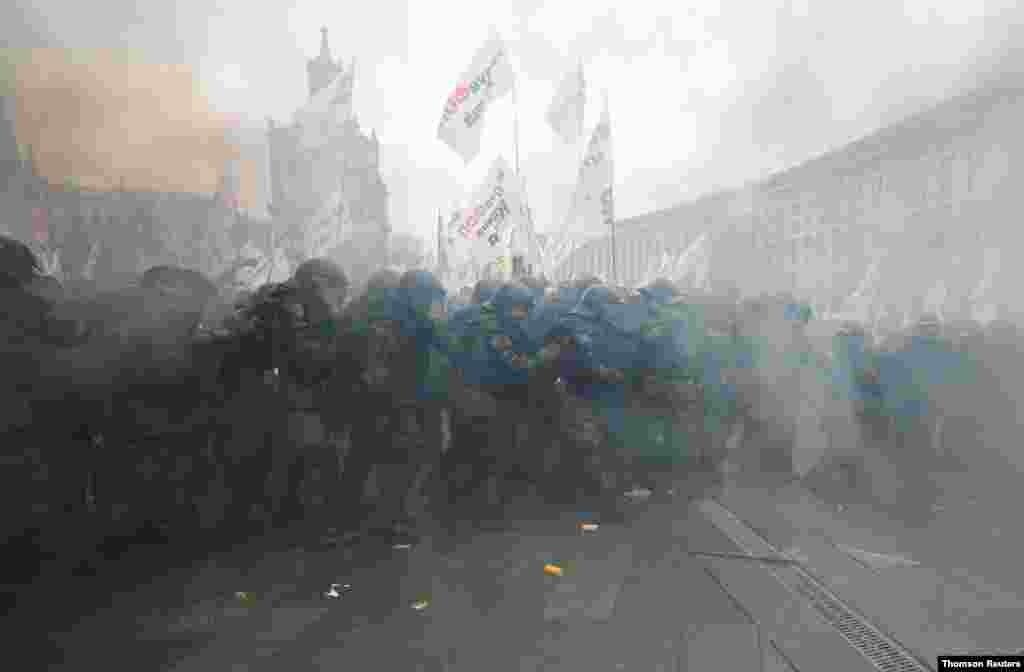 우크라이나 수도 키예프에서 기업가들이 정부의 신종 코로나바이러스 방역 지침에 항의하는 시위를 벌였다.
