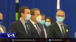 Varhelyi: BE do të vazhdojë përpjekjet për të furnizuar Kosovën me vaksina