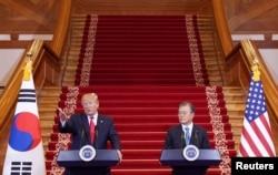 도널드 트럼프 미국 대통령과 문재인 한국 대통령이 지난해 6월 청와대에서 공동기자회견을 열었다.