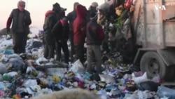 Həyatda qalmaq üçün zibilliklərdə işləyən Mosul uşaqları