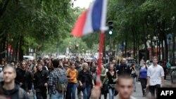 14일 프랑스 파리에서 정부의 신종 코로나바이러스 백신 접종 정책에 항의하는 시위가 열렸다.