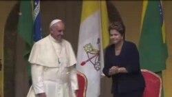 教宗方济各抵巴西访问受到热烈欢迎