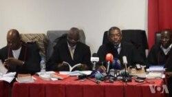 Advogados dos activistas no Tribunal Provincial de Luanda em Benfica