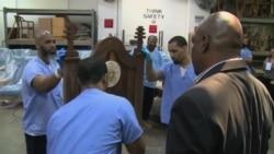 Presos americanos fazem cadeira para o Papa