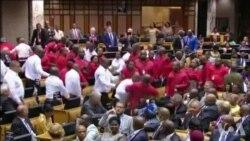 Chaos au Parlement sud-africain (vidéo)