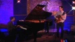 Гости музыкальной программы «Вне категорий» – пианист Фред Херш и гитарист Джулиан Лейдж