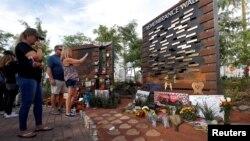 Monumen bagi para korban penembakan massal Las Vegas tahun 2017 (foto: dok).