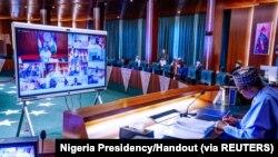 Le président nigérian Muhammadu Buhari préside une réunion du gouvernement à Abuja, au Nigeria, le 13 mai 2020. (Photo: Nigeria Presidency/Handout via REUTERS)