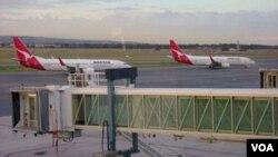 2 pesawat Qantas di bandara Inernasional Adelaide