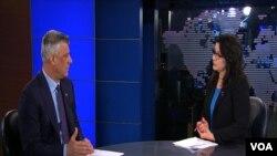 Kosovski predsednik Hašim Tači u razgovoru sa novinarkom albanske redakcije Lauromj Kondom.