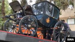تصویری از کالسکه شاهنشاهی در زمان انتقال به موزه ورزش