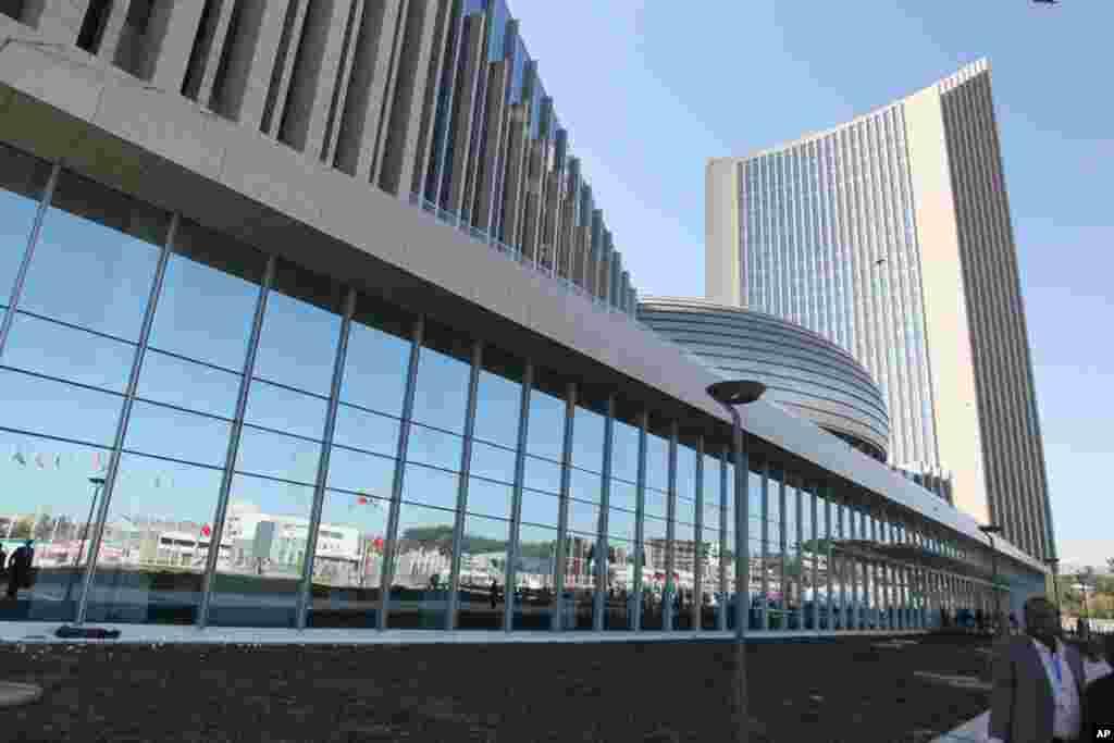 Sehemu ya mbele ya jengo la Umoja wa Africa mjini Addis Ababa, Ethopia, Jengo lilizinduliwa Januari 27 2012.