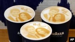 Kopi Capucinno bergambar Pangeran Harry dan Meghan Markle di sebuah kedai kopi di Windsor, Selasa, 15 Mei 2018.
