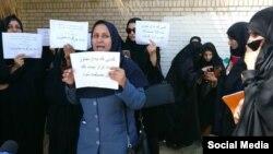 تصویری از تجمع زنان ایرانشهری که خواستار برخورد با متجاوزان به دختران شدند.