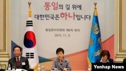 박근혜 한국 대통령이 5일 청와대에서 열린 통일준비위원회 제6차회의에서 모두발언하고 있다.