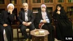 فاطمه کروبی(نفر سمت راست) از حصر خارج شده اما رهنورد، موسوی و کروبی همچنان در زندان خانگی هستند