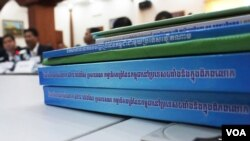 Related Cambodia-Vietnam border documents, Phnom Penh, Cambodia, February 4, 2016. (Photo: Hean Socheata/ VOA Khmer)