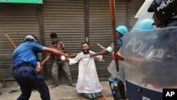 بنگلہ دیش میں ایندھن کی قیمتوں میں اضافے کے خلاف ہڑتال