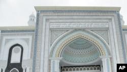 Hazrat Sulton masjidi, Ostona