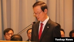 김장수 주중 한국대사가 베이징 대사관에서 열린 국정감사에서 업무보고를 하고 있다.