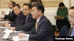 홍용표 한국 통일부 장관이 22일 국회에서 열린 통일부 남북관계 현안 관련 당정협의에서 발언하고 있다.