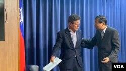 国民党中常委林荣德(左)2020年1月15日被推选为国民党代理主席,曾铭宗(右)代理国民党秘书长(美国之音许宁摄影)