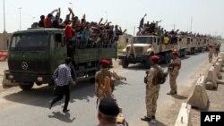 Konvoj vozila sa vojnim dobrovoljcima napušta Bagdad