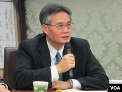 淡江大学战略研究所教授翁明贤 (美国之音张永泰拍摄)