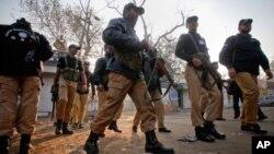 600 پاکستانی پولیس افسران انگریزی میں فیل