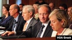Ο Τζον Κόονινγκ κατά την κατάθεση του στην υποεπιτροπή της Γερουσίας