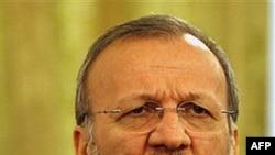 Ngoại trưởng Mottaki nói rằng các nước không nên sợ hãi trước một nước Iran vững mạnh vì sức mạnh của Iran là sức mạnh của cả khu vực
