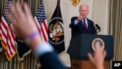 ប្រធានាធិបតីសហរដ្ឋអាមេរិកលោក Joe Biden ថ្លែងសុន្ទរកថាអំពីកំហិតបំណុលរបស់សហរដ្ឋអាមេរិកនៅសេតវិមានក្នុងរដ្ឋធានីវ៉ាស៊ីនតោន កាលពីថ្ងៃទី៤ ខែតុលា ឆ្នាំ២០២១។