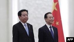 Thủ tướng Nhật Bản Minister Yoshihiko Noda (trái) và Thủ tướng Trung Quốc Ôn Gia Bảo tại Sảnh Ðường Nhân Dân ở Bắc Kinh, ngày 25/12/2011