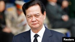 """Hồi đầu năm, tờ Hoàn cầu Thời báo, một tờ báo thuộc cơ quan Ngôn luận của Đảng Cộng sản Trung Quốc, đăng bài bình luận nhận định rằng Thủ tướng Việt Nam Nguyễn Tấn Dũng đang """"nhắm tới chiếc ghế Tổng bí thư Đảng Cộng sản Việt Nam""""."""
