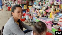 Seak Chamreoun, a vendor selling cosmetics at Canadia Industrial Park Market, says business is slow during the COVID-19 outbreak, Phnom Penh, Cambodia, Thursday, March 5th, 2020. (Nem Sopheakpanha/VOA Khmer)