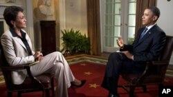 El presidente Barack Obama es entrevistado por la periodista Robin Roberts, de la cadena ABC. Obama declaró su apoyo inequívoco al matrimonio gay.