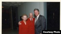 前總統克林頓和安嫩伯格夫婦(陽光之鄉莊園提供)