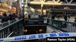 استقرار نیروهای پلیس در محل وقوع انفجار در نزدیکی ترمینال اتوبوس «پورت اوتوریتی» در شهر نیویورک - ۲۰ آذر ۱۳۹۶