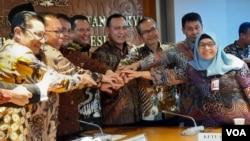 Pimpinan Majelis Permusyawaratan Rakyat (MPR) dan pimpinan KPK mengadakan pertemuan di gedung MPR/DPR, Jakarta, Selasa (14/1) (VOA/Fathiyah).