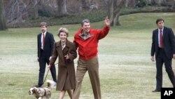 Predsednik Ronald Regan ispričao je da je njegov pas, Reks, neobično reagovao na Linkolnovu spavaću sobu.