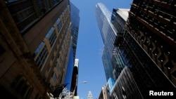 Tại những nơi như New York, Miami và London, các nhà đầu tư Trung Quốc đang chế ngự thị trường đất đai và cao ốc, nhất là trong khu vực sang trọng.