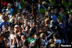 A crowd forms outside the General Command of the Carabobo Police in Valencia, Venezuela March 28, 2018.