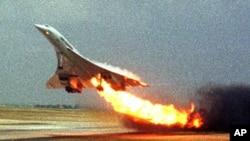 """ალმოდებული """"ეაი ფრანსის"""" ავიალაინერი - კონკორდი პარიზის აეროდრომზე, 2000 წ."""