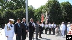 한국전쟁 기념관서 헌화식