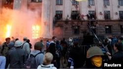 Odesa'da Rusya yanlısı militanlarla Ukrayna hükümetinin destekçileri arasında çıkan çatışma sırasında bir binada yangın çıktı. Olayda en az 31 kişi hayatını kaybetti.