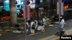 袭击发生后法医专家在伊斯坦布尔机场外工作。