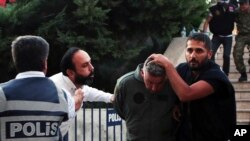 Kể từ khi âm mưu đảo chính diễn ra hồi tháng 7, có ít nhất 17.000 người đã bị bắt và đang phải đối mặt với việc bị truy tố.