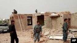 نیروهای امنیتی در محل بمب گذاری هرات - ۲۳ اسفند ۱۳۹۹