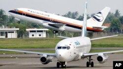 Pesawat Star Air dan Batavia Air di Bandar Udara Sukarno-Hatta, Jakarta. (Foto: Dok)